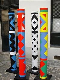 quatre colonnes (cylindres polychromes) by guy de rougemont