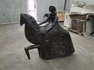 dama a caballo by manolo valdés