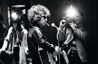bob dylan on stage, england by jean-marie périer