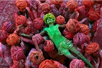 holi man by steve mccurry