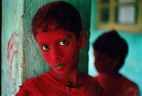 red boy, holi festival, mumbai (bombay), india by steve mccurry
