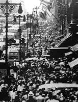 noon rush hour on fifth ave. 1949 after andreas feininger (pictures of paper) by vik muniz