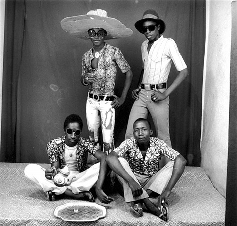 les amis des espagnoles friends of the spanish by malick sidibé