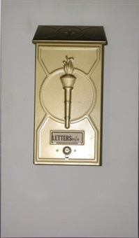 boite aux lettres (letter box) by man ray