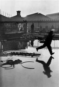 france. paris. place de l'europe. gare saint lazare. 1932. by henri cartier-bresson
