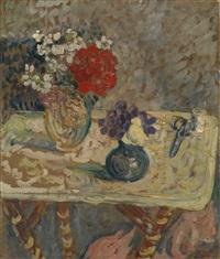 fleurs et ciseaux sur une table by louis valtat
