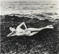 nude in seaweed, st. tropez by helmut newton